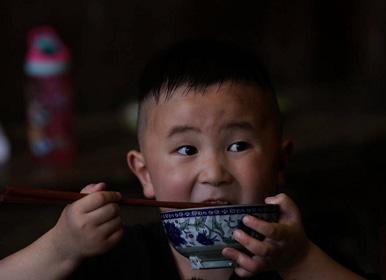 湖南卫视《谁知盘中餐》,开朗兄弟在劳动中收获成