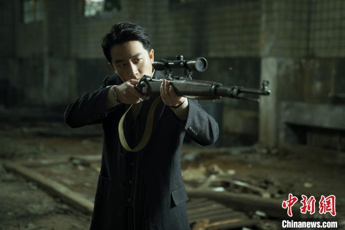 黄轩谈《瞄准》:首演狙击高手挑战大量动作戏