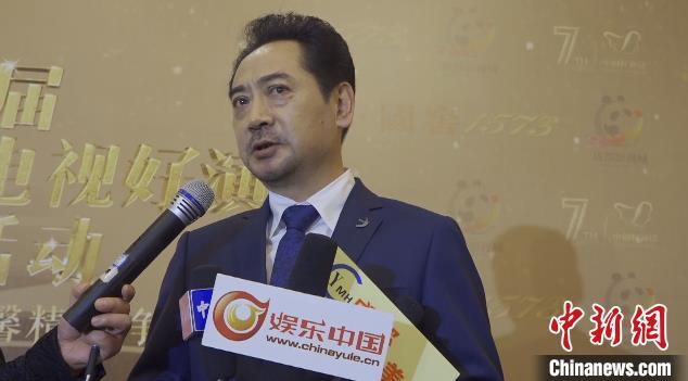 演员刘劲接受媒体采访。 陈选斌 摄