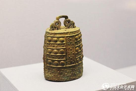约公元前600—前400年的青铜镈,古人祭祀仪式中用的编镈中的一个。