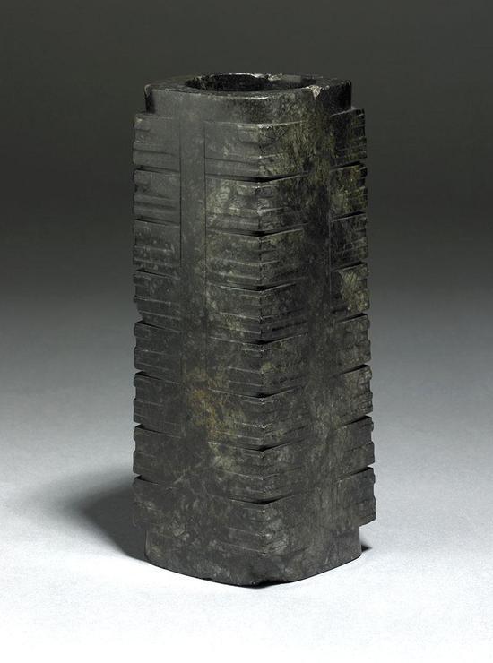 良渚文化的玉琮,高49厘米。