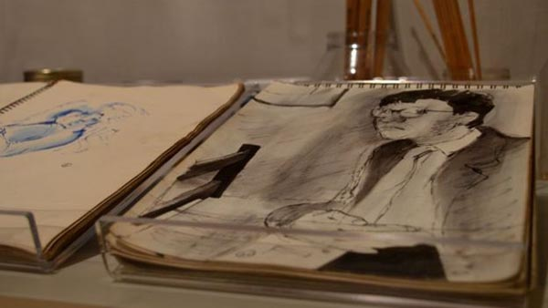 展览展出的部分大卫·霍克尼的素描本