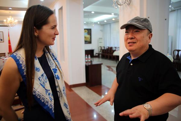 董浩与乌克兰大使馆新闻发言人交流