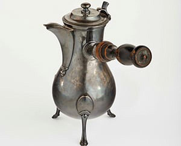 阿尔伯特·马尔肯送给马蒂斯夫妇的结婚礼物——一只银质咖啡壶